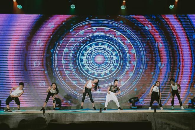 Đội quân dancer nhí hướng dẫn hàng trăm người lớn nhảy flashmod đầy sôi động - Ảnh 13.