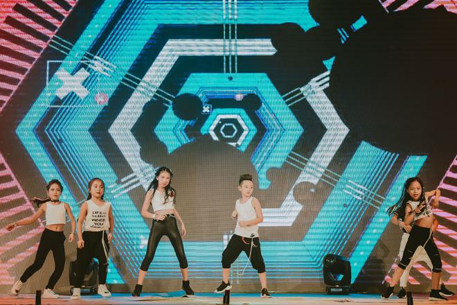 Đội quân dancer nhí hướng dẫn hàng trăm người lớn nhảy flashmod đầy sôi động - Ảnh 15.
