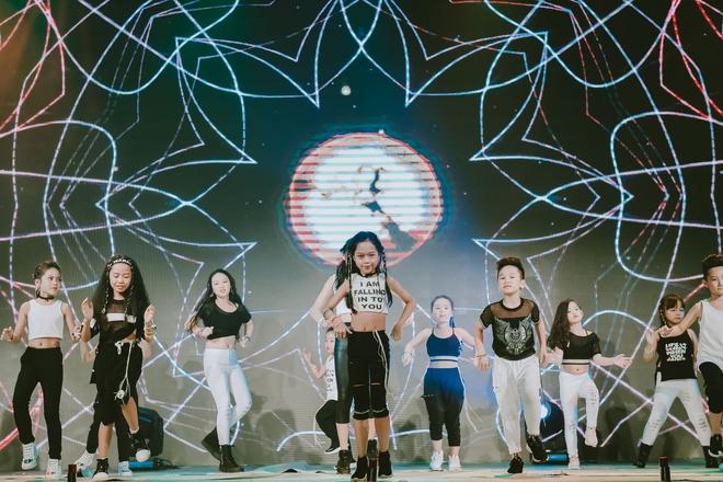 Đội quân dancer nhí hướng dẫn hàng trăm người lớn nhảy flashmod đầy sôi động - Ảnh 16.