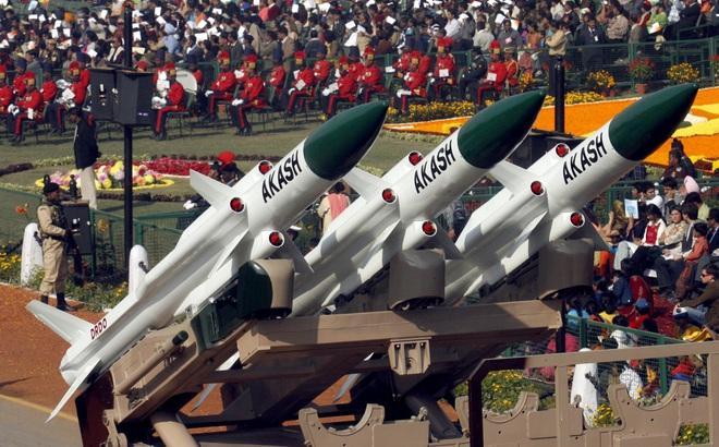 Sau BrahMos, Ấn Độ muốn bán tên lửa phòng không tối tân cho Việt Nam