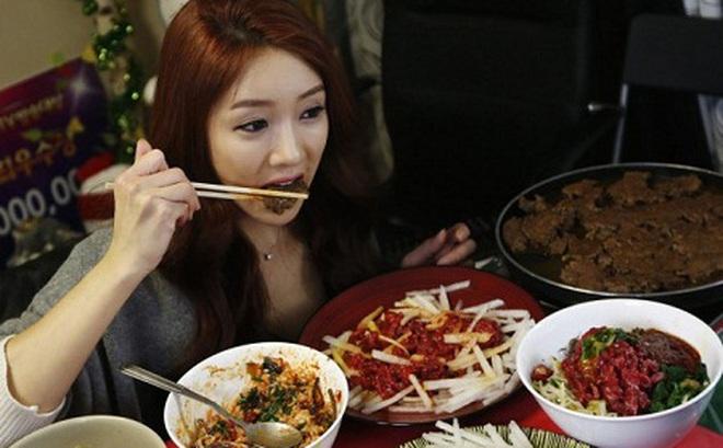 Loét dạ dày vì phải xa chồng, ăn cơm một mình: Cảnh báo của chuyên gia dinh dưỡng