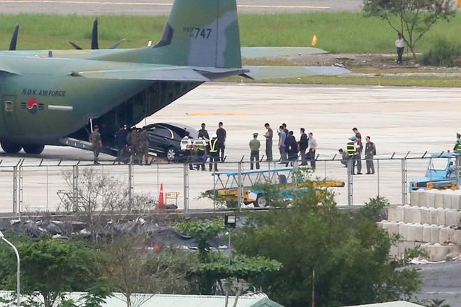 Vận tải cơ C-130J Super Hercules chở đoàn tiền trạm Hàn Quốc dự APEC đáp xuống Đà Nẵng - Ảnh 10.