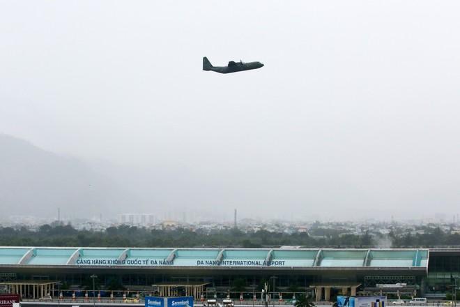 Vận tải cơ C-130J Super Hercules chở đoàn tiền trạm Hàn Quốc dự APEC đáp xuống Đà Nẵng - Ảnh 13.