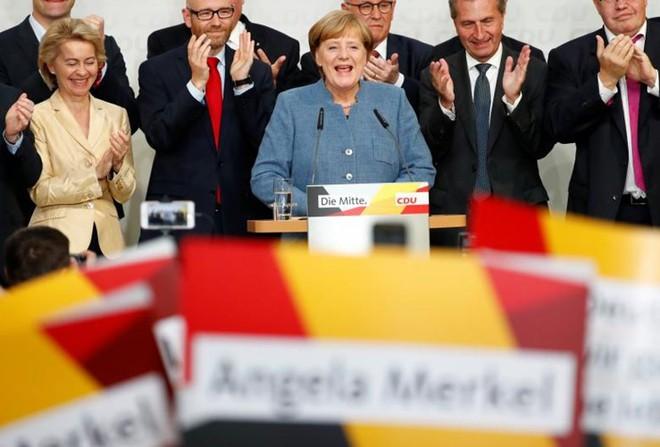 Bà Merkel phạm sai lầm, chính trường Đức chao đảo sau gần 70 năm - Ảnh 1.