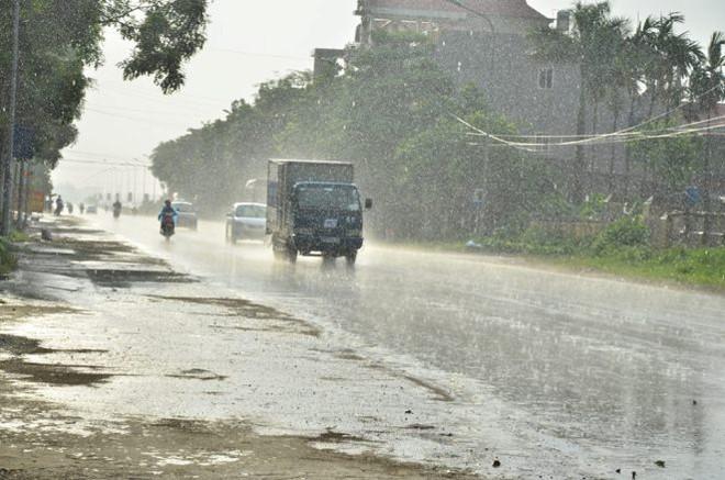 Cơn mưa vàng đã xuất hiện ở ngoại thành Hà Nội - Ảnh 2.