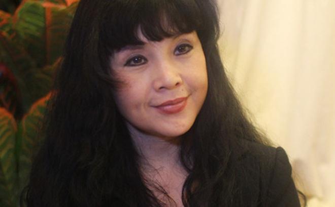 """NSND Lan Hương nói về tin đồn """"nghiện dao kéo"""" với khuôn mặt """"đập đi xây lại"""""""
