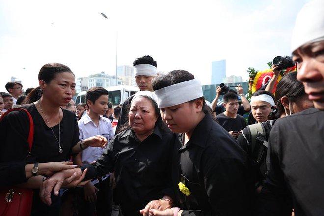 Hơn 1000 học sinh hát vang bài ca Lương Thế Vinh vĩnh biệt thầy Văn Như Cương - Ảnh 3.