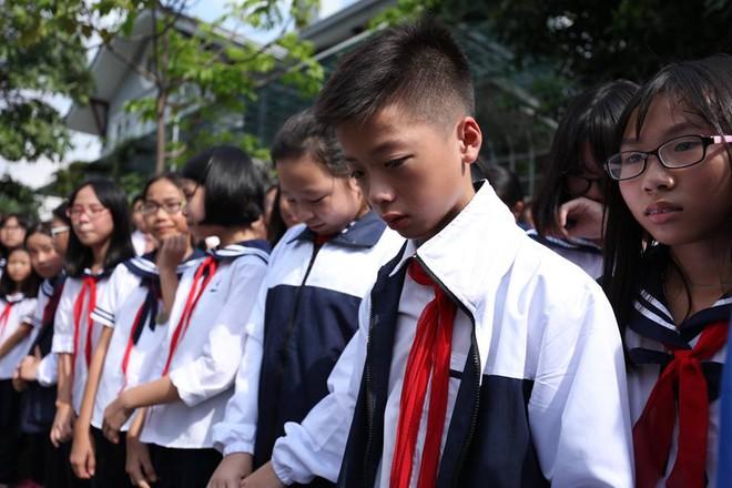 Hơn 1000 học sinh hát vang bài ca Lương Thế Vinh vĩnh biệt thầy Văn Như Cương - Ảnh 5.