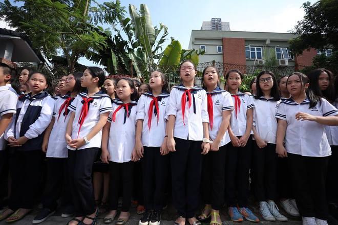 Hơn 1000 học sinh hát vang bài ca Lương Thế Vinh vĩnh biệt thầy Văn Như Cương - Ảnh 8.