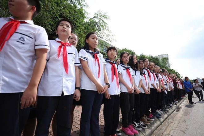Hơn 1000 học sinh hát vang bài ca Lương Thế Vinh vĩnh biệt thầy Văn Như Cương - Ảnh 9.