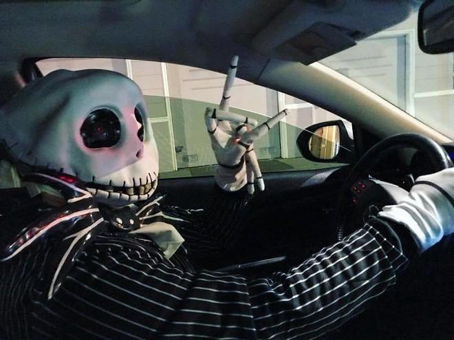 Hành khách trên khắp thế giới thi nhau chia sẻ những chuyến đi taxi nhớ đời - Ảnh 7.
