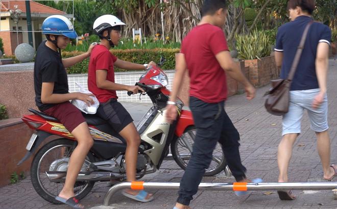 """KTS Ngô Viết Nam Sơn: """"Nước ngoài hầu như không ai lắp barie trên vỉa hè"""""""