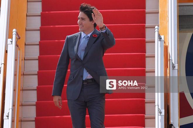 [CẬP NHẬT] Tới Đà Nẵng dự APEC, Thủ tướng Canada Trudeau rạng rỡ bước ra từ chuyên cơ - Ảnh 3.