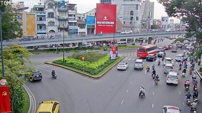 Người Sài Gòn tránh kẹt xe bằng smartphone - Ảnh 2.
