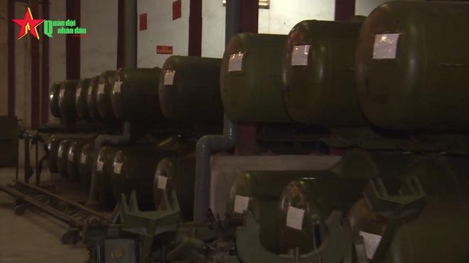 Ấn tượng quân sự Việt Nam tuần qua: Số lượng lớn đạn tên lửa phòng không đang được dự trữ - Ảnh 1.