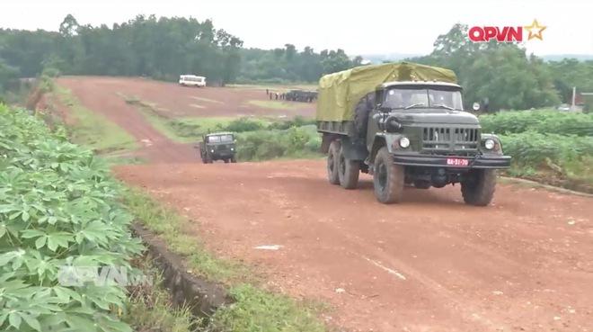 Ấn tượng quân sự Việt Nam tuần qua: Dàn Audi phục vụ APEC 2017 do lái xe quân đội cầm lái - Ảnh 2.