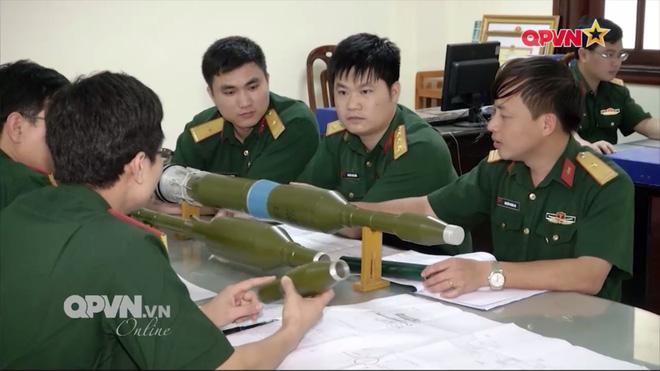 Ấn tượng quân sự Việt Nam tuần qua: Tên lửa phòng không vác vai do Việt Nam chế tạo - Ảnh 2.