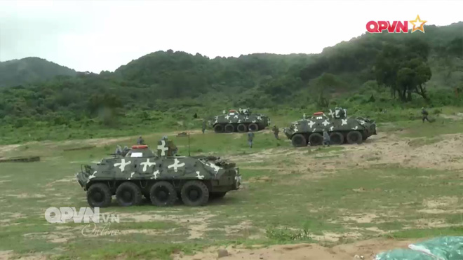 Ấn tượng quân sự Việt Nam tuần qua: Tàu pháo bảo vệ Hải quân đánh bộ diễn tập bắn đạn thật - Ảnh 3.
