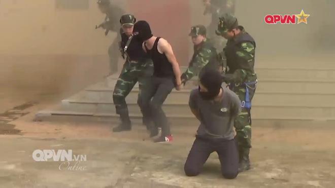 Ấn tượng quân sự Việt Nam tuần qua: Tên lửa phòng không vác vai do Việt Nam chế tạo - Ảnh 4.