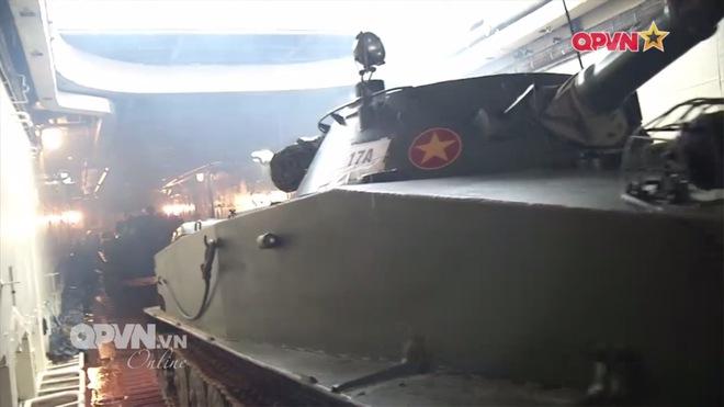 Ấn tượng quân sự Việt Nam tuần qua: Tàu pháo bảo vệ Hải quân đánh bộ diễn tập bắn đạn thật - Ảnh 1.