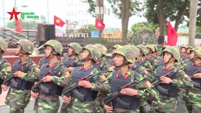 Hình ảnh ấn tượng về hoạt động huấn luyện chiến đấu của Quân đội Việt Nam tuần qua - Ảnh 3.