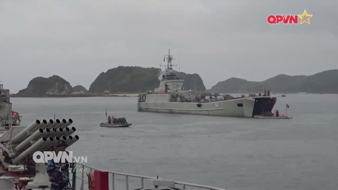 Ấn tượng quân sự Việt Nam tuần qua: Tàu pháo bảo vệ Hải quân đánh bộ diễn tập bắn đạn thật - Ảnh 5.