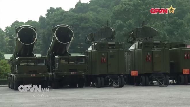 Ấn tượng quân sự Việt Nam tuần qua: Vũ khí hiện đại ra quân bắn đạn thật - Ảnh 6.