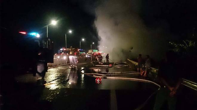 17 hành khách đang ngủ say, xe bất ngờ bốc cháy  - Ảnh 3.