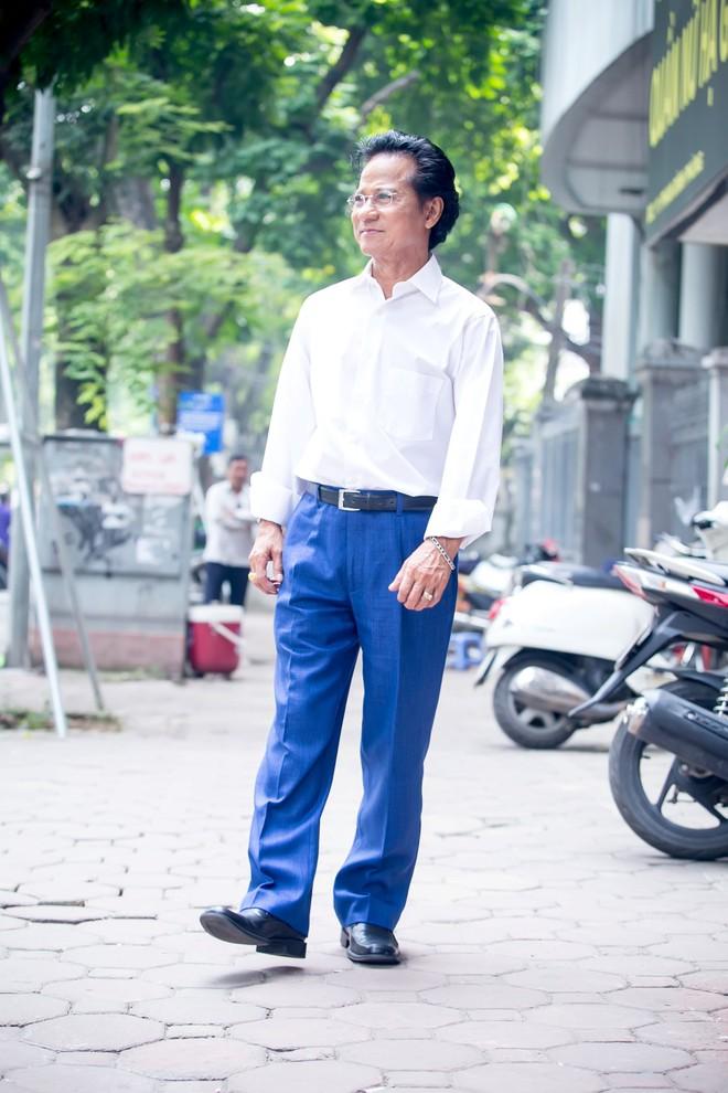 Suốt nhiều năm qua, ngày nào Chế Linh cũng tự nhốt mình vào phòng kín  - Ảnh 1.