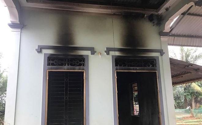 Sạc điện thoại chập cháy thiêu rụi cả căn nhà cấp 4