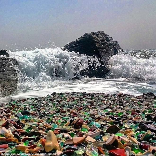 Bãi biển thiên đường đẹp như truyện cổ tích ở Nga sắp biến mất hoàn toàn - Ảnh 4.