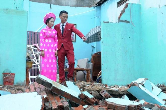 Quảng Trị: Nhà trai xắn quần, cắp dép vượt lũ đi đón dâu ngày mưa bão - Ảnh 18.