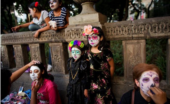 Ngày của Người chết - Lễ hội trên vùng đất vừa cướp đi sinh mạng của trăm người - Ảnh 6.