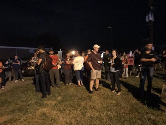 Xả súng ở Texas, ít nhất 26 người thiệt mạng, cảnh sát tiến hành khám xét nhà hung thủ - Ảnh 4.