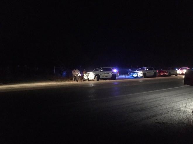 Xả súng ở Texas, ít nhất 26 người thiệt mạng, cảnh sát tiến hành khám xét nhà hung thủ - Ảnh 3.