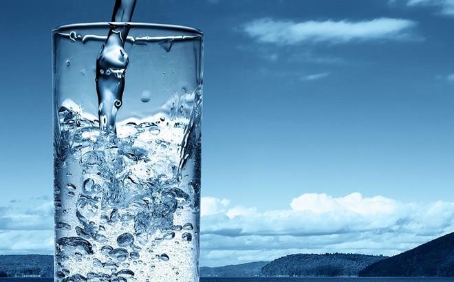 Uống nước ấm rất tốt cho sức khỏe nhưng có những bệnh sau thì nên uống nước lạnh