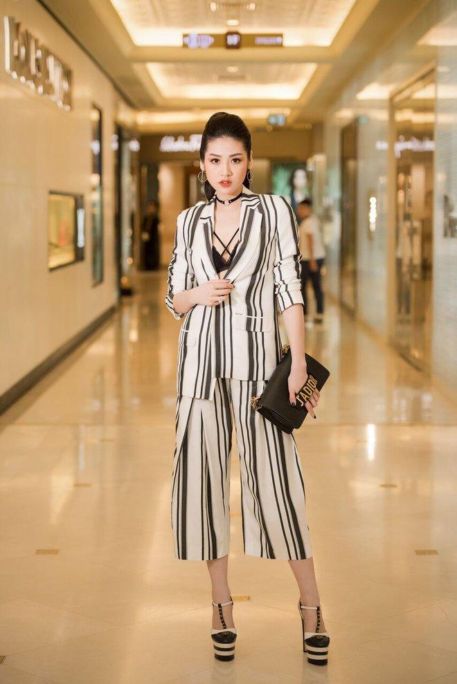 Á hậu Tú Anh, Huyền My mặc giản dị vẫn xinh đẹp, cuốn hút - Ảnh 3.