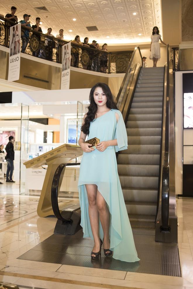 Á hậu Tú Anh, Huyền My mặc giản dị vẫn xinh đẹp, cuốn hút - Ảnh 9.