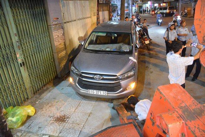 Tài xế ô tô đập xe, nằm vạ trên đường phản ứng với ông Đoàn Ngọc Hải - Ảnh 1.