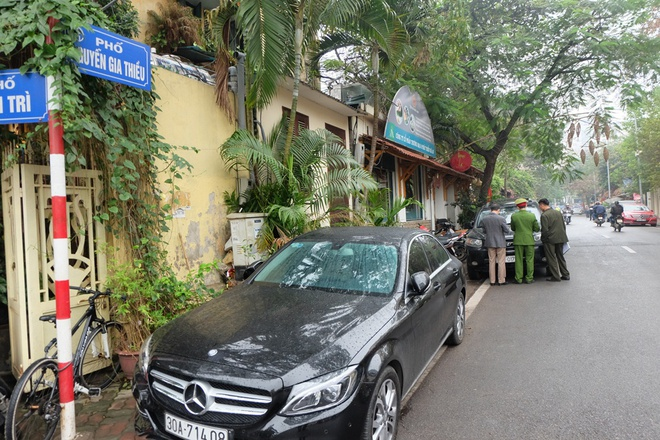Hà Nội: Ngày đầu triển khai đỗ xe theo ngày chẵn - lẻ trên phố Nguyễn Gia Thiều - Ảnh 2.
