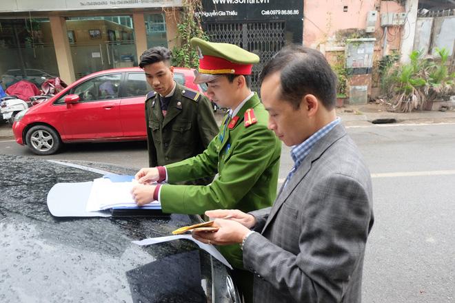 Hà Nội: Ngày đầu triển khai đỗ xe theo ngày chẵn - lẻ trên phố Nguyễn Gia Thiều - Ảnh 6.
