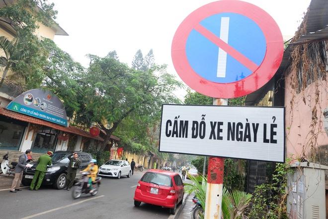 Hà Nội: Ngày đầu triển khai đỗ xe theo ngày chẵn - lẻ trên phố Nguyễn Gia Thiều - Ảnh 3.