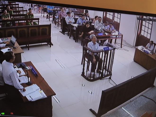 Bị tuyên 3 năm tù, ông 77 tuổi dâm ô bé gái đòi tự thiêu để chứng minh mình vô tội - Ảnh 2.