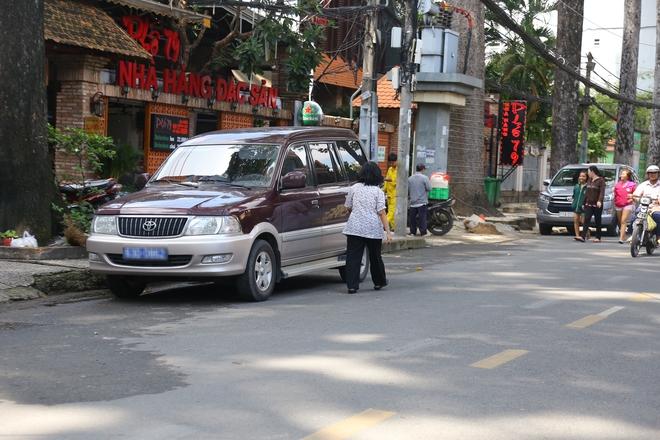 Ảnh: Hàng dài ô tô tái chiếm lòng lề đường quận 1 sau khi ông Đoàn Ngọc Hải ngừng ra quân - Ảnh 5.