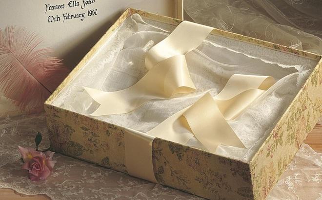 Món quà vô giá trong chiếc hộp rỗng được con gái tặng, người cha mang theo suốt đời