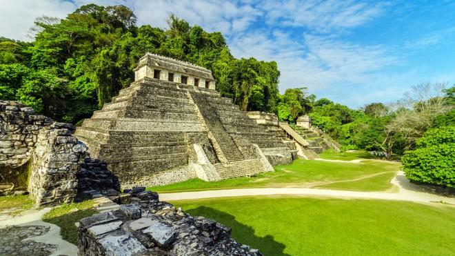 Phát hiện đường hầm bí ẩn dưới kim tự tháp Maya - Ảnh 1.