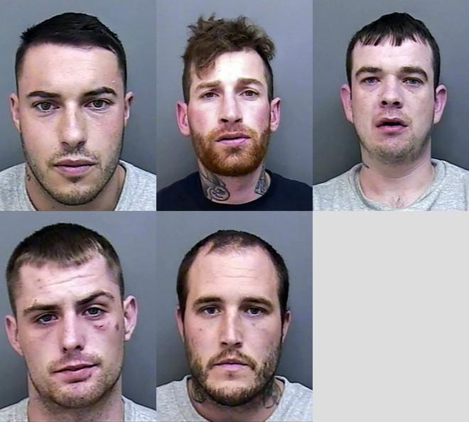 Bên trong căn phòng tra tấn bệnh hoạn của băng nhóm thanh niên nghiện ngập - Ảnh 1.