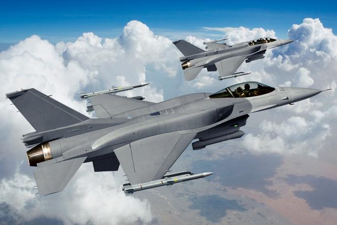 Kinh ngạc: F-16 hàng bãi bền... gấp đôi Su-30MK sản xuất mới - Ảnh 1.