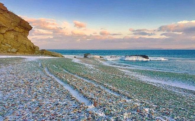 """Bãi biển """"thiên đường"""" đẹp như truyện cổ tích ở Nga sắp biến mất hoàn toàn"""