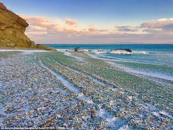 Bãi biển thiên đường đẹp như truyện cổ tích ở Nga sắp biến mất hoàn toàn - Ảnh 2.